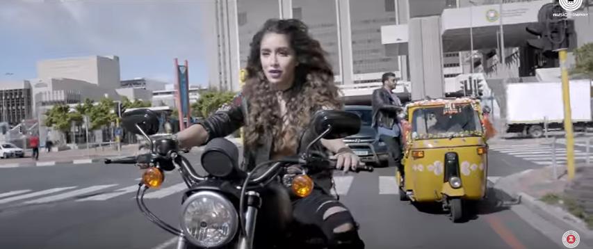 Half GirlFreind Shraddha Kapoor - Mere dil mein Riding a bike
