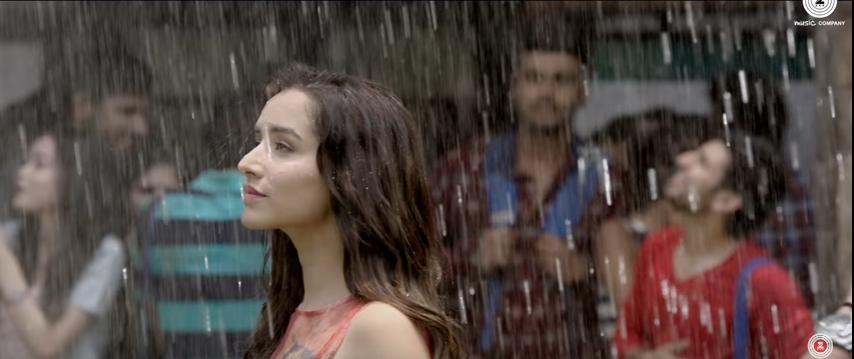Half Girlfriend Baarish Lyrics - Shraddha enjoying and welcoming Rain