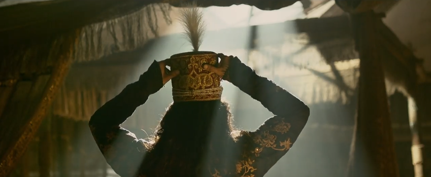 Alauddin khilji ranveer singh wearing his crown