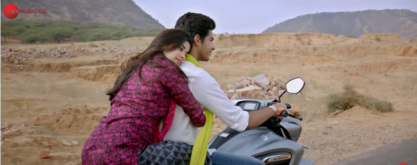 Ishaan and Janhvi kapoor in dhadak movie bike