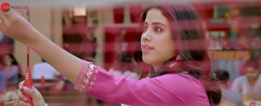 Janhvi in dhadak movie title track